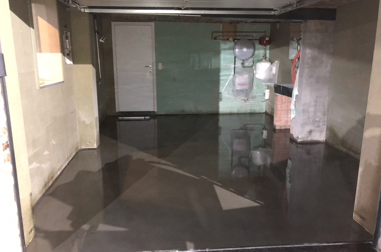 Vernieuwing garagevloer in gepolierd beton 9