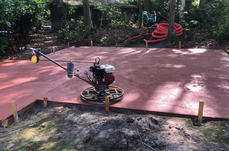 Rode gepolierde betonvloer 28