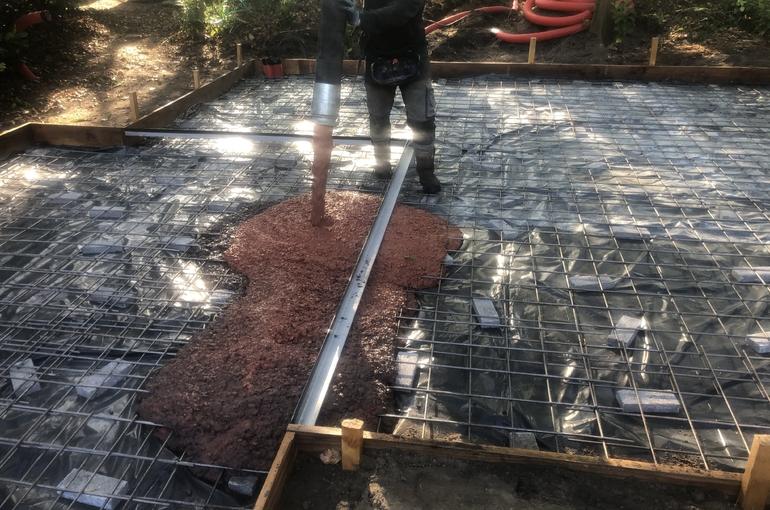 Rode gepolierde betonvloer 24