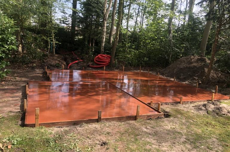Rode gepolierde betonvloer 1