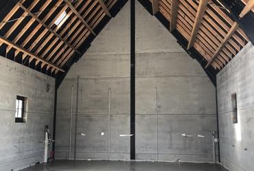Gepolierde betonvloer in schuur