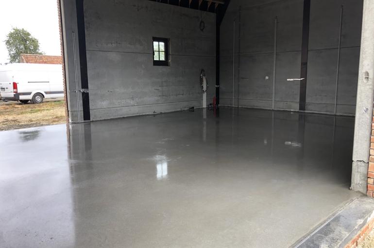 Gepolierde betonvloer in schuur 2