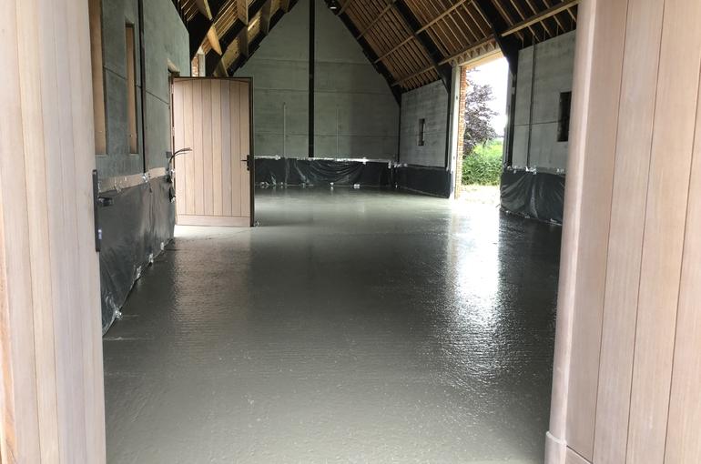 Gepolierde betonvloer in schuur 4