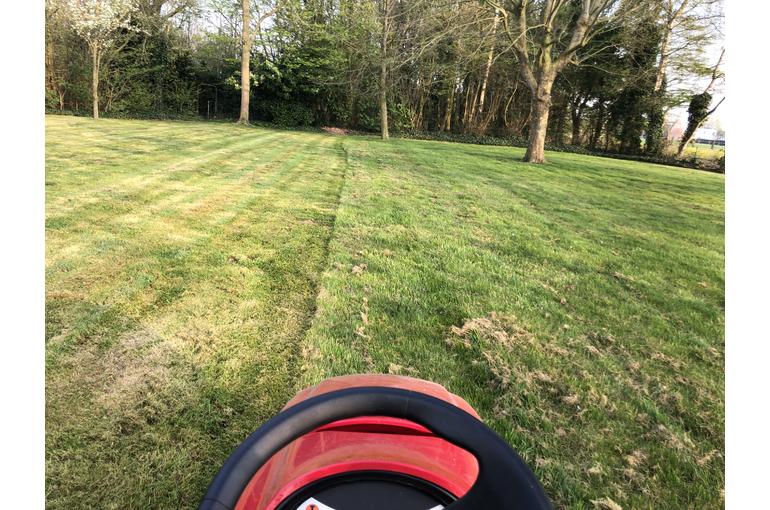 Gras maaien en wegbrengen