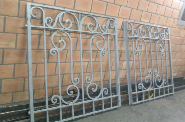 Restauratie van metalen sierpoort 2