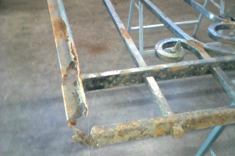 Restauratie van metalen sierpoort 1