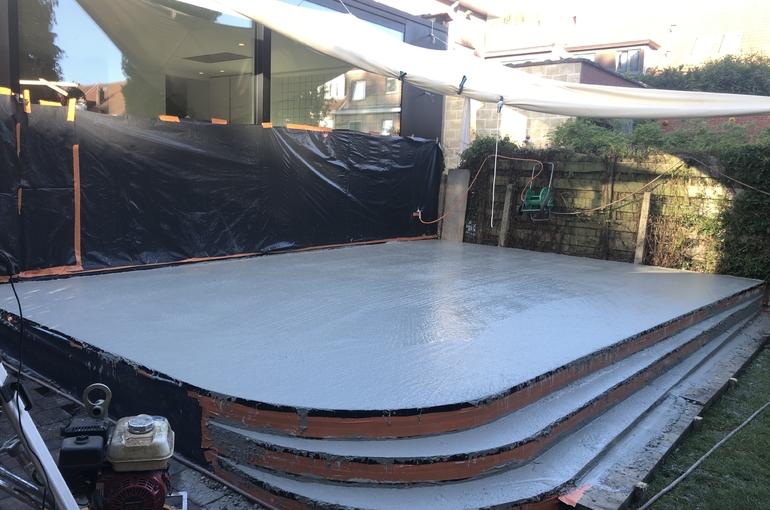 Terras in gepolierd beton met ronde treden 8