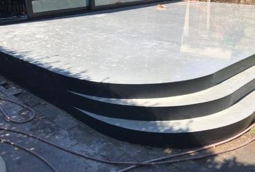 Terras in gepolierd beton met ronde treden