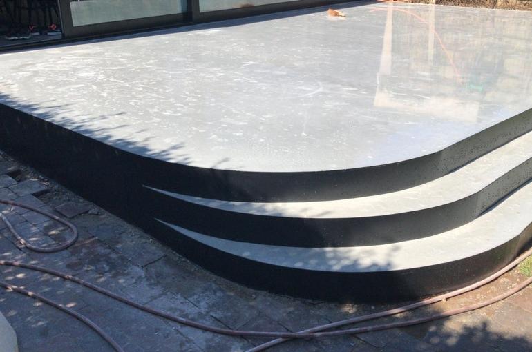 Terras in gepolierd beton met ronde treden 1