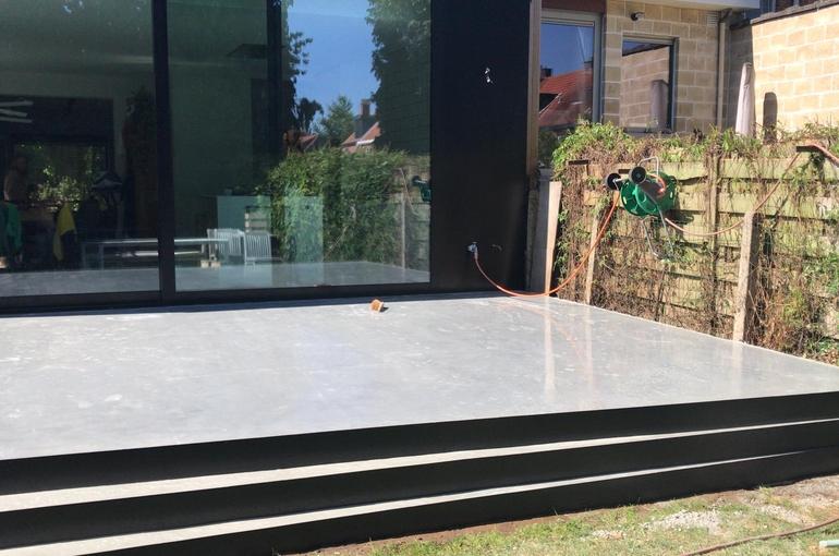 Terras in gepolierd beton met ronde treden 9